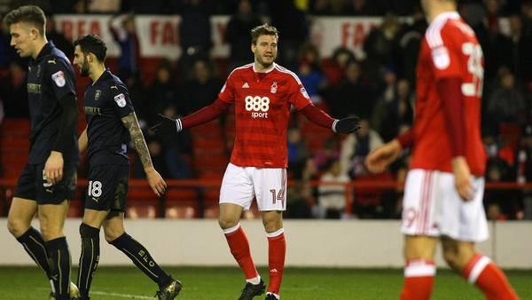 Nicklas Bendtners Nottingham Forest har fyret manageren, og nu vil fansene også af med klubejeren. Foto: All Over