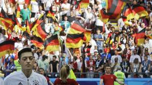 Bayern-boss i bizar sviner: 'Özil har spillet som lort i årevis'