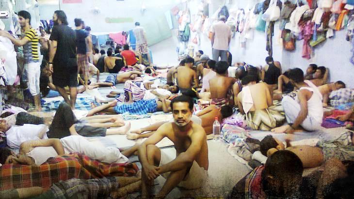 Disse billeder viser, hvor mange mennesker, der er samlet i et værelse i Bangkok Immigration Detention Centre. Billederne er ikke fra Tharek og Behdads ophold. Foto: Bangkok Immigration Detention Centre