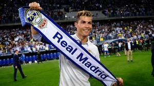 Cristiano Ronaldo har været i Real Madrid i otte sæsoner - og på trods af sine første udmeldinger, lader det til, at han bliver der en tid endnu. Foto: AP/Daniel Tejedor