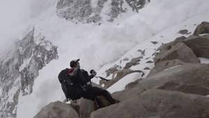 Filmhold fanget i lavine