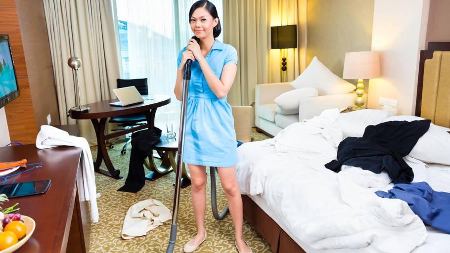 Det er ikke altid, at rengøringspersonalet får skiftet det beskidte sengetøj. I hvert fald har mange fundet sædrester og andre uønskede overraskelser på hotelværelset. Foto: Arkiv
