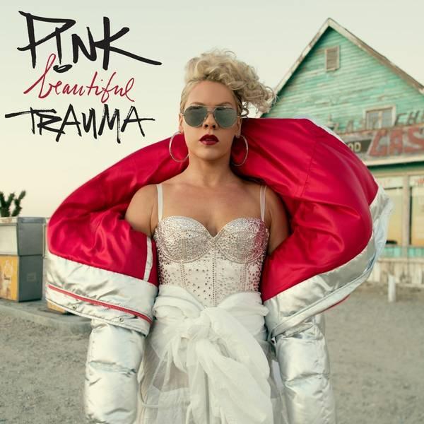 Popsangerinden Pink udsender sit syvende studiealbum, 'Beautiful Trauma', fredag 13. oktober.