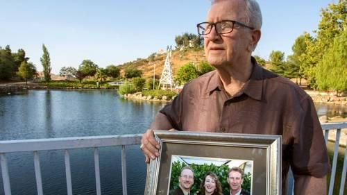 Frank J. Kerrigan fik et noget absurd opkald, efter han havde begravet sin søn. Foto: AP