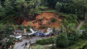 Landsbyen Kalawana i Ratnapura-distriktet i Sri Lanka blev hårdt ramt af et jordskred. (Foto: AP)