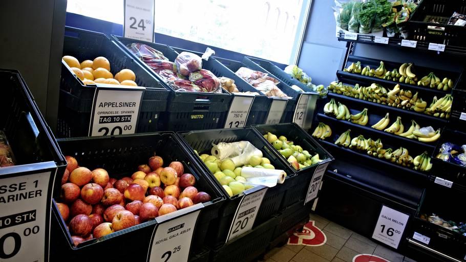 Du kan med fordel købe økologisk og dansk, når du vælger frugt og grønt. Særligt hvis du køber kartofler, agurker, tomater og jordbær. Foto: Tariq Mikkel Khan