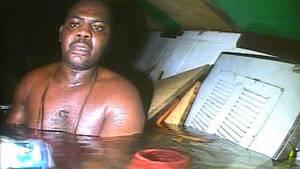 Da dykkere endelig fandt Harrison Okene, havde han tilbragt 60 timer på havets dyb. (Screengrab)