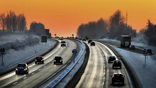 DMI fortæller, at man skal være opmærksom på rim- og islgatte veje lørdag. Arkivfoto: Polfoto/Martin Lehmann