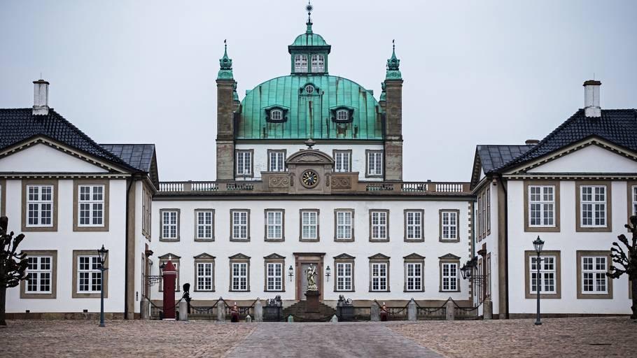 hvem ejer fredensborg slot