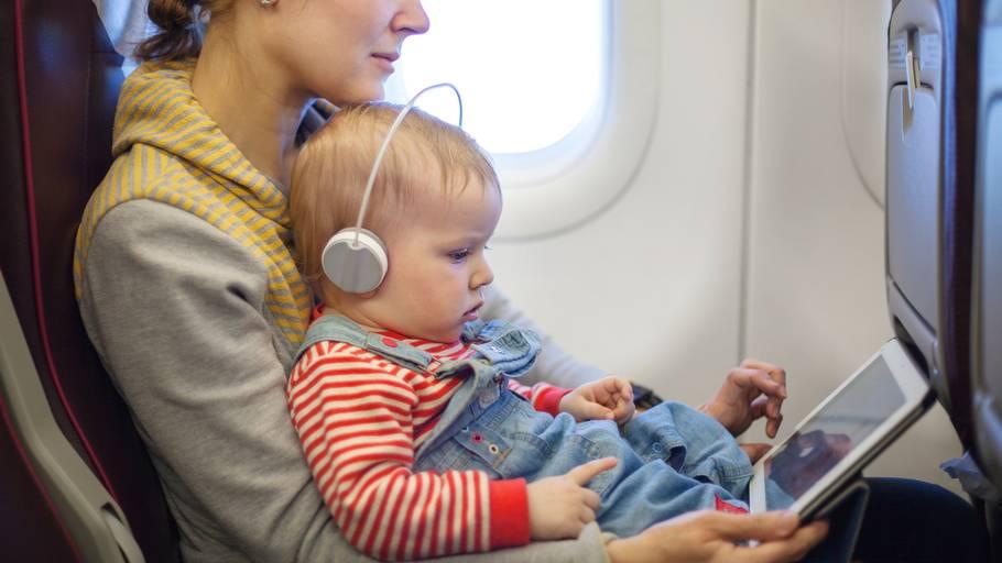 spædbørn flyve
