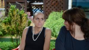 Angelina Mathiesen (th) og Lisbeth Markussen taler ud på deres skjulested. Foto: Carsten Norton