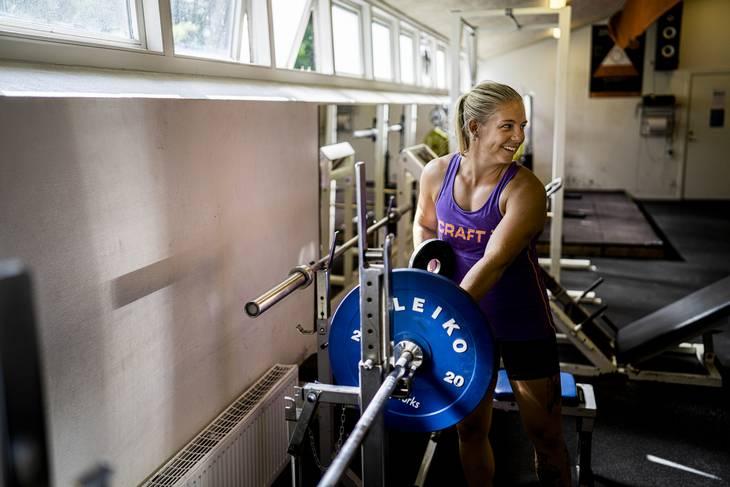 I træningscenteret er der god stemningen mellem alle de kvinder der skal i kajakkerne for at repræsentere Danmark. Foto: Anthon Unger