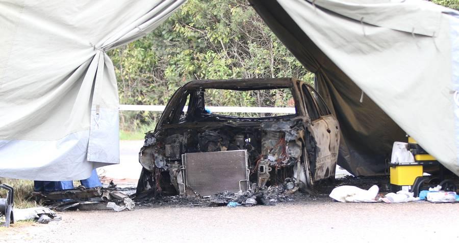 Den udbrændte bil i Sorø, hvor Søren Ertmann og Jan Lindskov blev fundet dræbt. (Foto: Lind Foto)