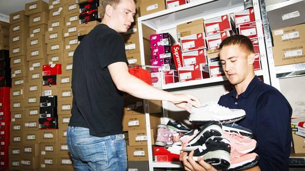 Anton og Thomas spekulerer i sneakers: Har 200 kasser i