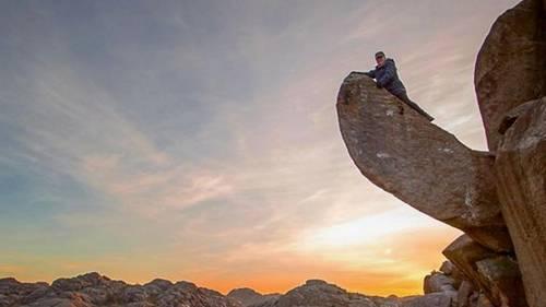 Trollpikken er et yndet udflugtsmål for vort norske broderfolk. Både mænd og kvinder bestiger hvert år klippeformationen. Privatfoto.