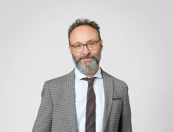 Rasmus Windfeld er pressechef i FLSmidth, der er noget uforstående over for, at de ifølge eksperterne burde have undersøgt spørgsmål om menneskerettighederne, inden de takkede ja til kontrakterne. Foto: Norddahl & Co