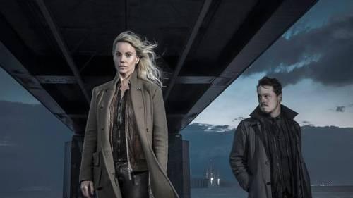 Sofia Helin og Thure Lindhardt, der spiller henholdsvis Saga Norén og Henrik Sabroe, i sidste afsnit af 'Broen III'. 1. januar kommer 'Broen IIII'. (Foto: Baldur Bragason / SVT)