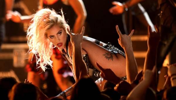 Lady Gaga - entertaineren giver udsolgt koncert i Royal Arena lørdag 21. oktober. Foto: AP