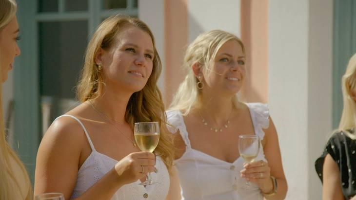 Bolette og Malene blev begge fravalgt til alene-date til fordel for Stine. Foto: Lotta Lemche