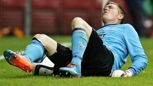Ikke nok med at Mads Toppel døjer med knæet efter en operation, målmandens risikerer at miste en finger efter en ulykke i hjemmet. Foto: Jens Dresling