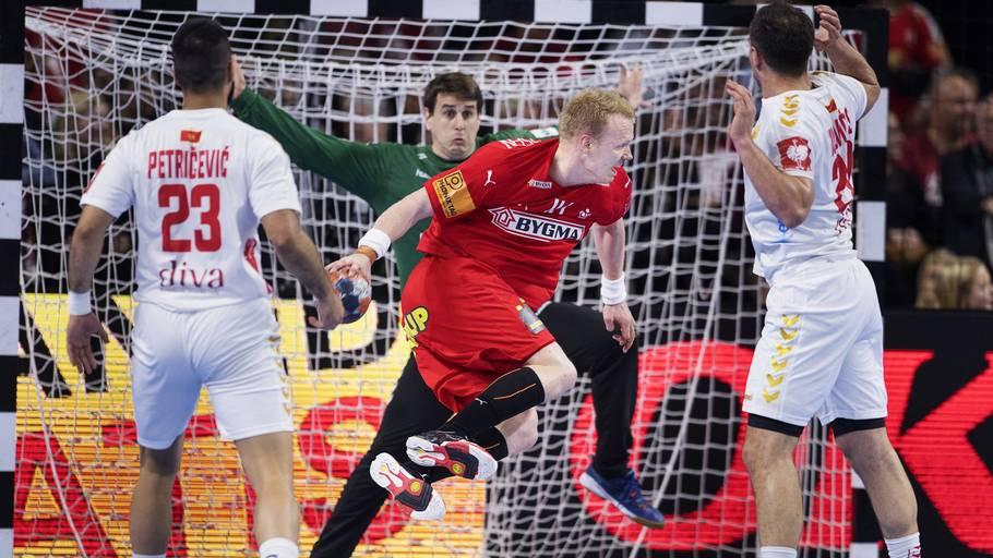 74928480655 Anders Zachariassen scorer bag om ryggen til 28-20 i afklapsningen af  Montenegro på Amager