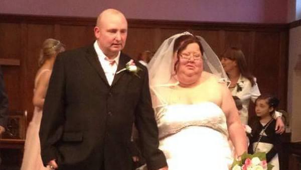 ca94daf5 Så billede af sig selv i brudekjole: Nu er hun ikke til at kende ...
