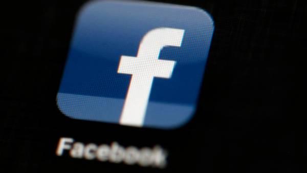 Nu kan facebook også blive din rejseguide, når du fremover kan bruge dine venners anbefalinger til ferie-planlægningen. Foto: Matt Rourke