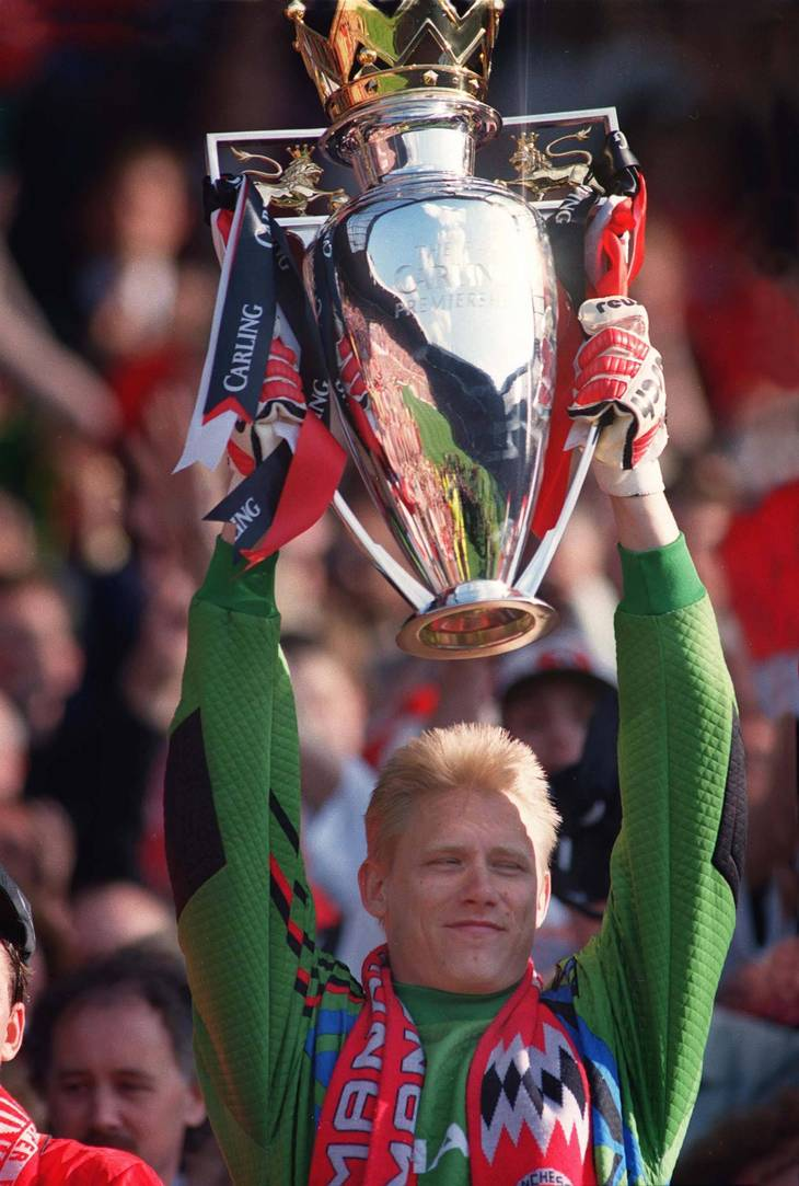 Peter Schmeichel nåede at løfte Premier League-trofæet fem gange. Første gang var i 1993 (Foto: All Over Press)