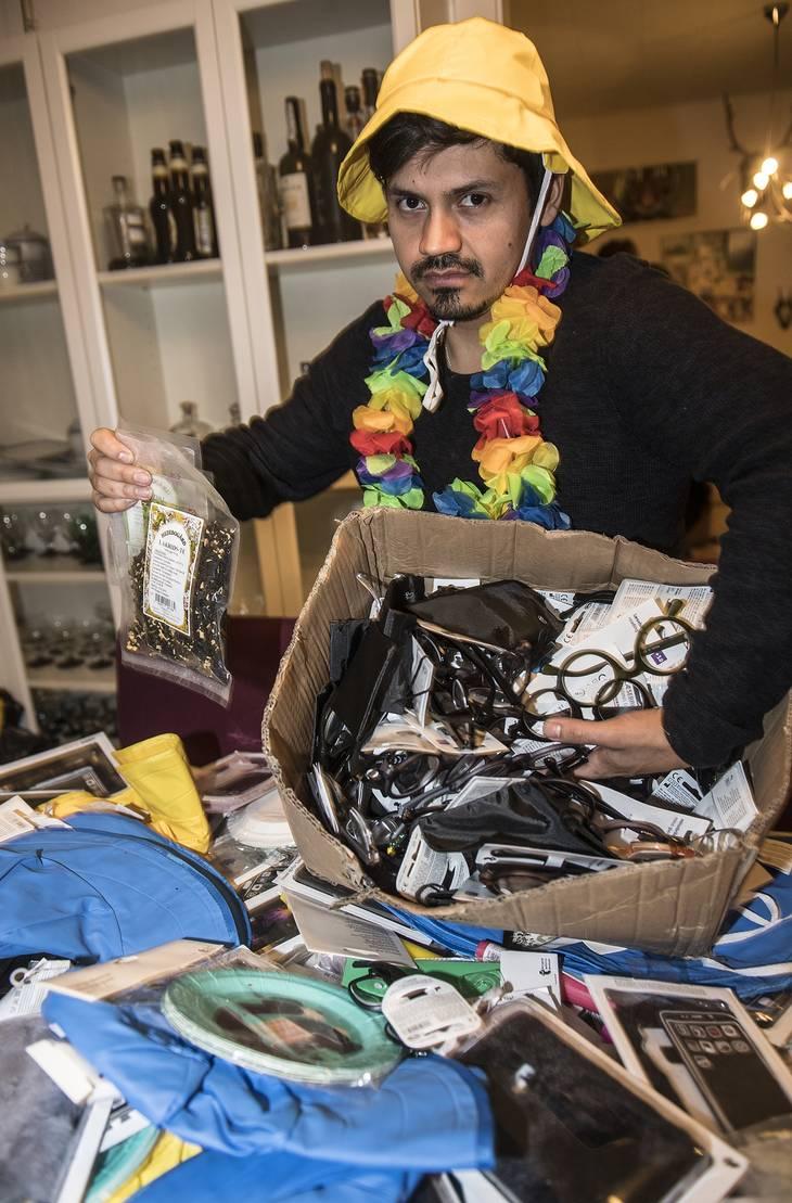 ccbcc136fdbe Sidst på eftermiddagen var der ikke mange varer tilbage i Fabians  lejlighed. Det meste var