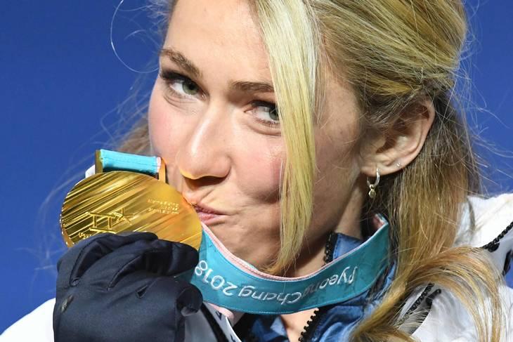 Mikaela Shiffrin med OL-guldet i februar 2018. Foto: DIMITAR DILKOFF/Ritzau Scanpix