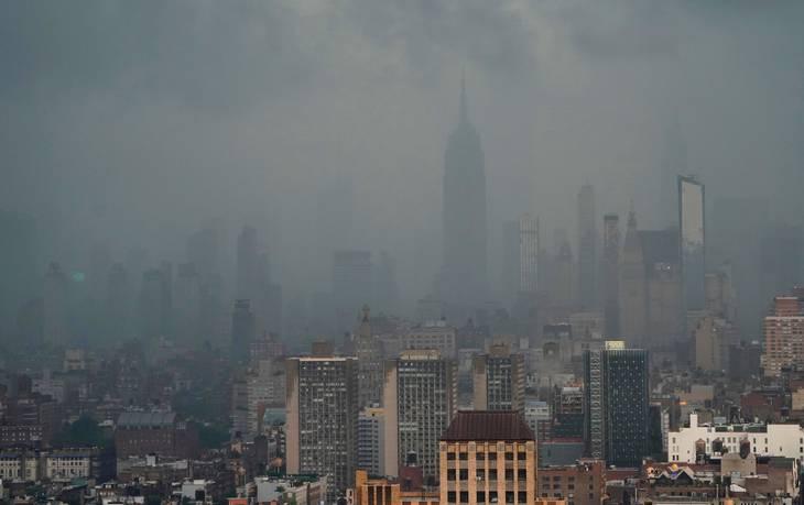 Byens skyline har været svær at se på grund af den voldsomme regn. Foto: Timothy A. Clary/AFP/Ritzau Scanpix