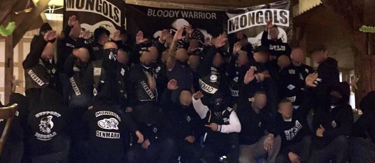 Danske og tyske Mongols-medlemmer under festen i Tyskland, hvor danskerne officielt blev en del af gruppen.