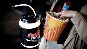 47 procent af danskerne siger, at de tager deres eget slik, drikkevarer og snacks med i biografen. Foto: Joachim Adrian/Polfoto
