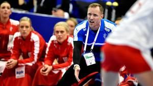 Der skal flere danske scoringer til for at behage landstræner Klavs Bruun Jørgensen. Foto: Lars Poulsen