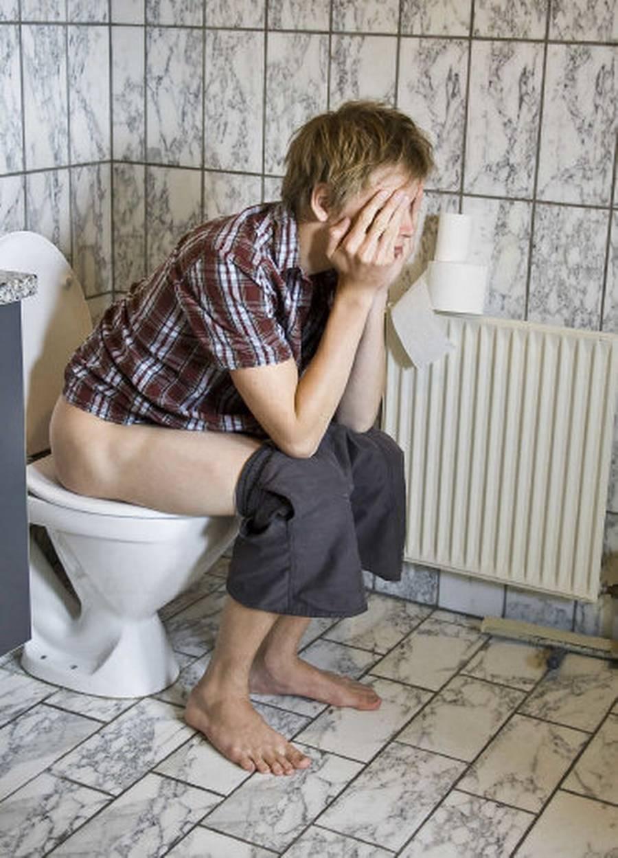 Hvis du bliver ramt af diarré på ferien, er det vigtigt at drikke rigeligt med væske, så du ikke dehydrerer. (Foto: Colourbox)