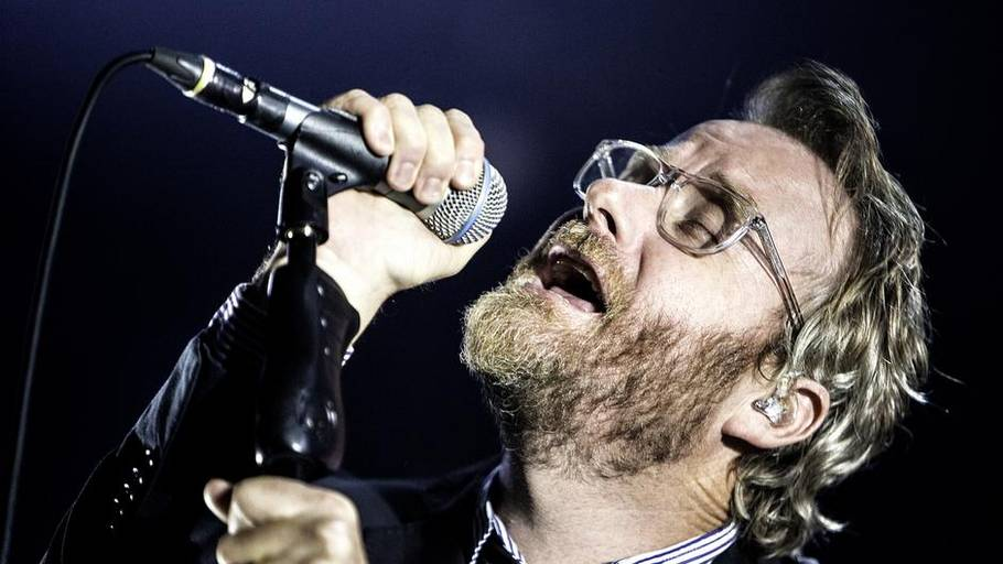 Sanger og sangskriver Matt Berninger i front for The National, der har eksisteret siden 1999 med stort set uændret besætning. Foto: Peter Klint