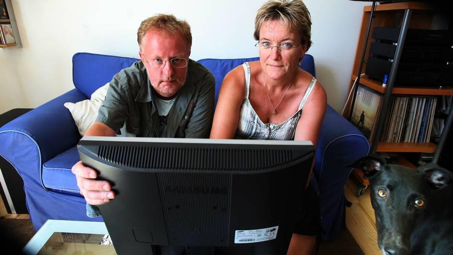 fbee85fd8124 Tonni og Henrik Madsen har tre gange oplevet at spare 1500 kroner på hvert  par glas