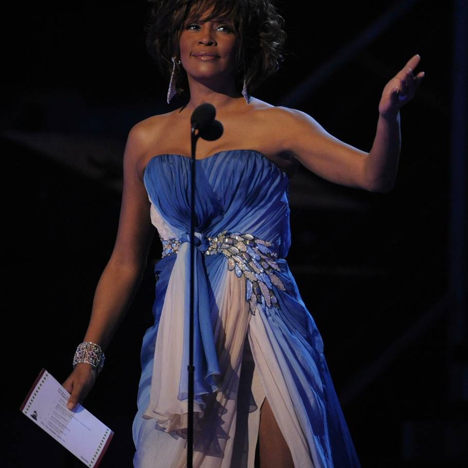 Whitney Houston ville have været den ultimative mentor for de amerikanske 'X Factor'-talenter, mener Simon Cowell. (Foto: AP)