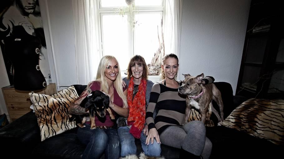 6170a7fd2717 Hundene er ligeså stor en del af  Familien fra Bryggen  som menneskerne. I