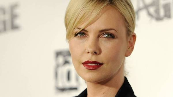 Charlize Theron er stor fan af 'Game of Thrones'. (Foto: AP/Chris Pizzello).