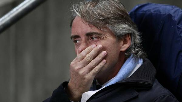 Roberto Mancini anklager Ashley Young for at 'svømme rundt' i feltet (Foto: PA)