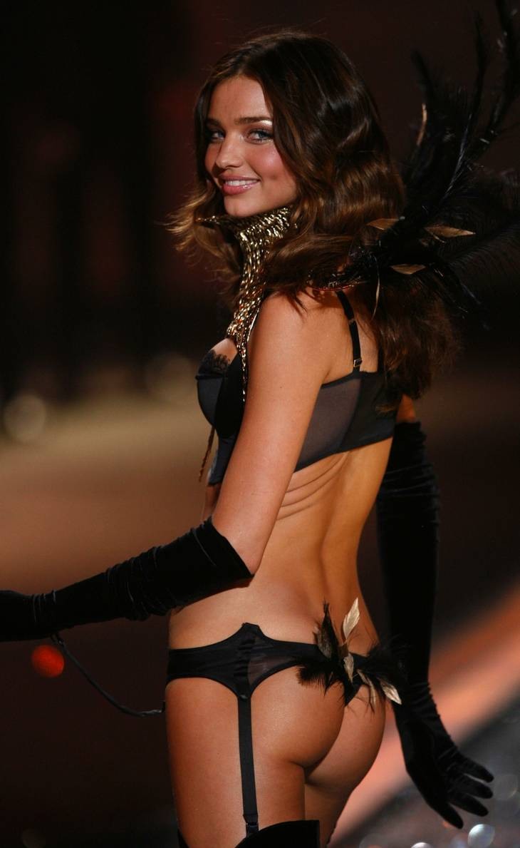 Mens hun arbejdede for Victoria's Secret. (AP Photo)