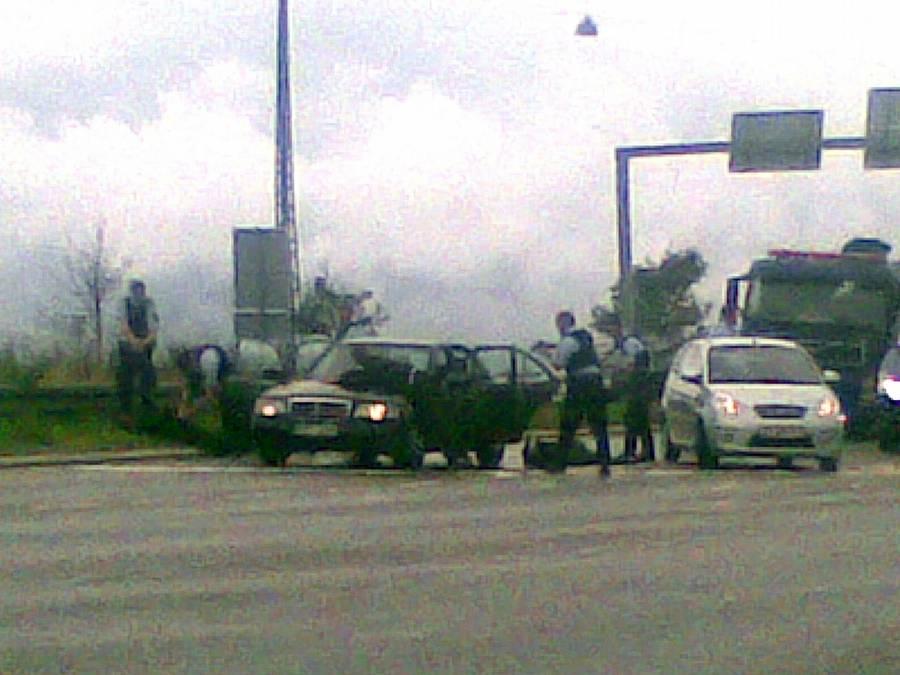Her bliver fire af de tiltalte anholdt, efter angiveligt at have prøvet at befri Mohammed Figuigui (Foto: Ekstra Bladet).