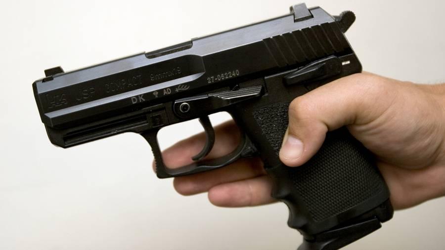 To hotel-tyve fik en uventet gevinst, da de brød ind på et værelse, hvor en politimand sov tungt. De stjal hans pistol - en Heckler og Koch 9 mm som denne. (Foto: Jens Panduro)