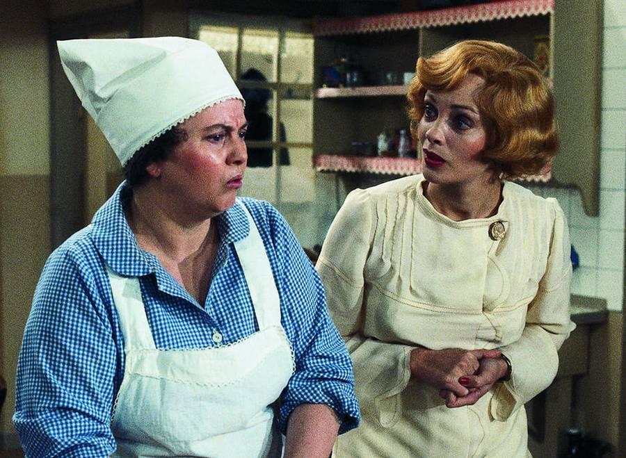 Maude og Laura prøver at blive enige om arbejdsfordelingen i huset. Sadan var det sjovt nok ikke i virkeligheden. Foto: Nordisk Film