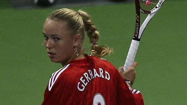 Pudsigt nok var det netop i Doha, Caroline luftede sin Gerrard-trøje for fem år siden (Foto: AP)