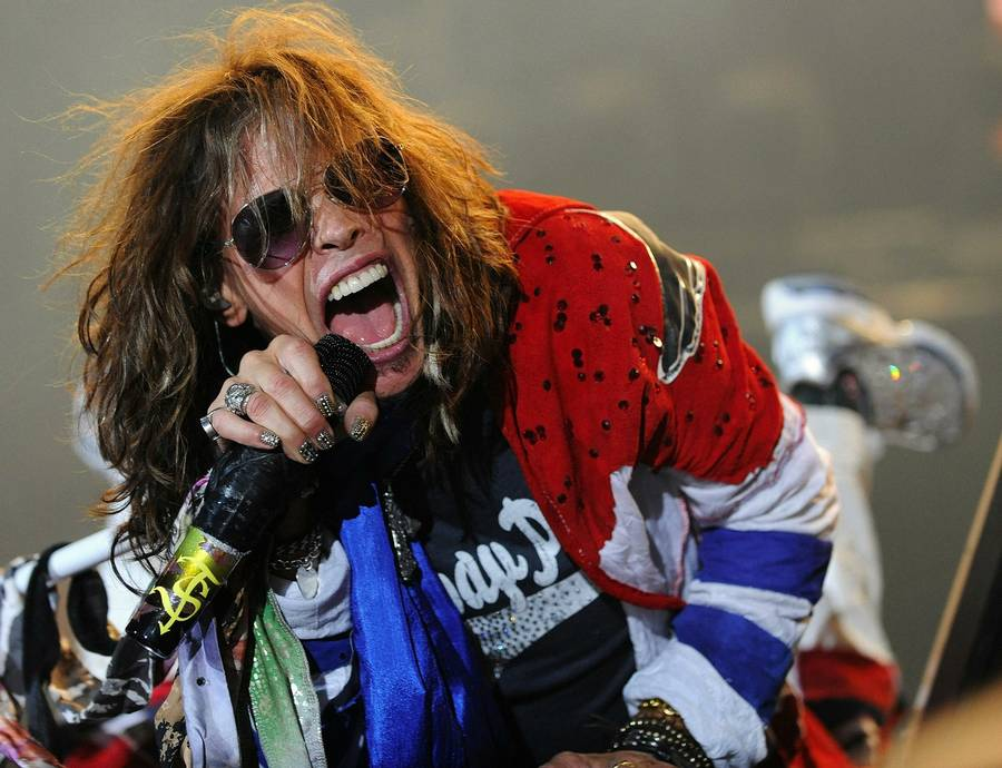 Steven Tyler fra legendariske Aerosmith, der 5. juni spiller dansk afskedskoncert i Royal Arena i København. Foto: AP