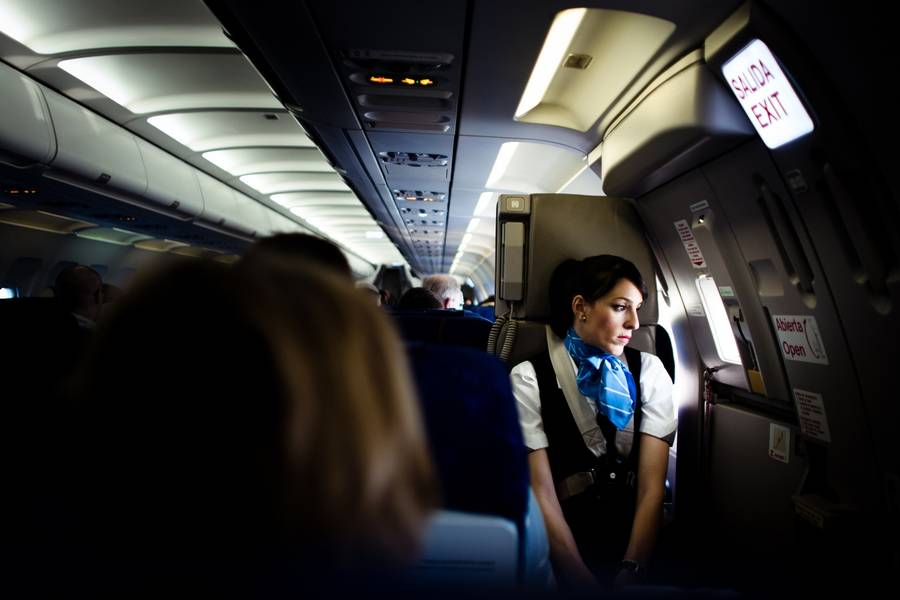 Der er ikke meget at grine over i SAS - nu skal kabinepersonalet ned på ½ løn til jul i år. Og næste år. (Polfoto)