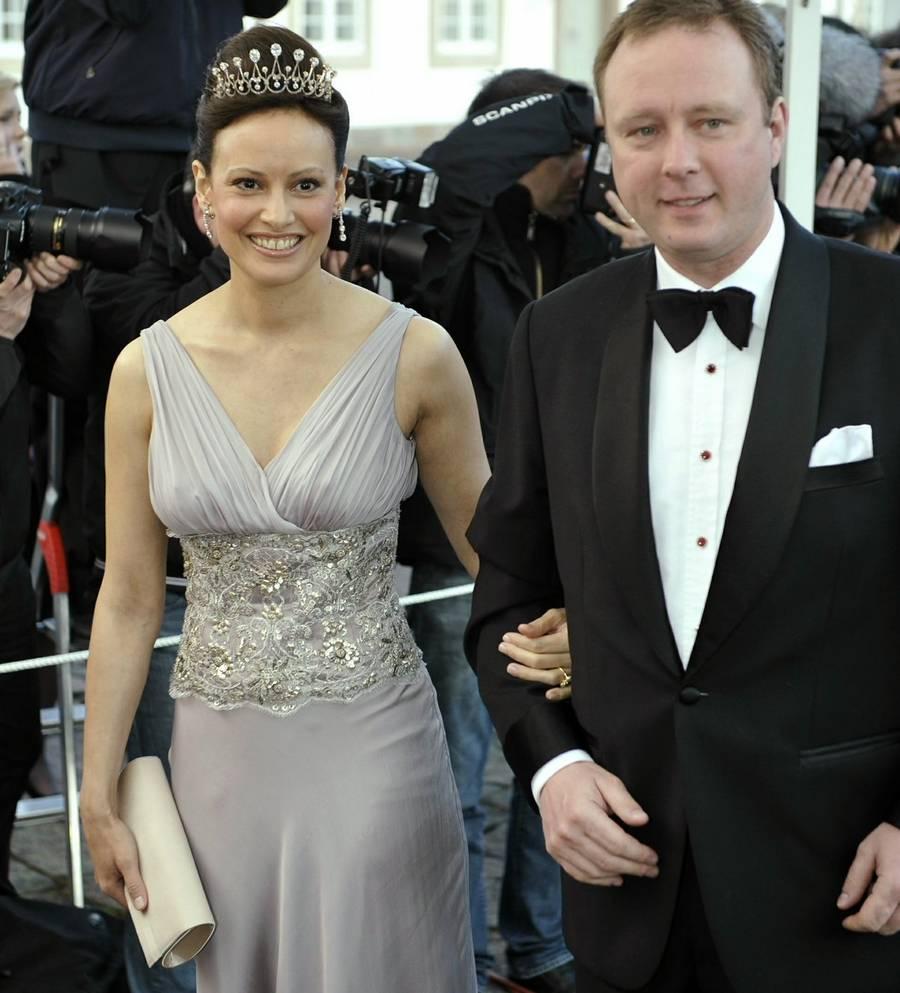 Carina Axelsson og prins Gustav er altid på gæstelisten til store begivenheder i Kongehuset. Her ses de til dronning Margrethes 70 års fødselsdag. Foto: Jens Dige