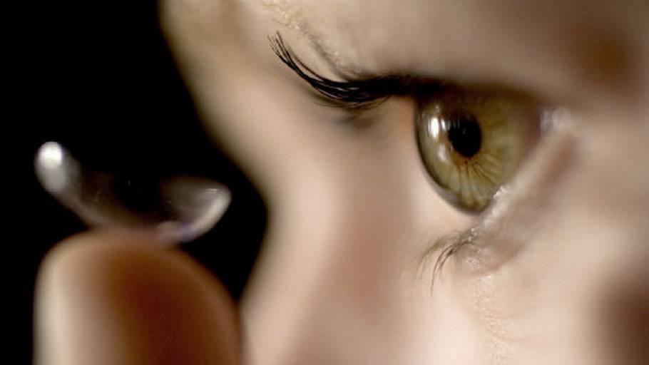 2d43a23e1623 Øjenlæge advarer mod internet-linser. Køb endagslinserne hos optikeren. Det  er billigere